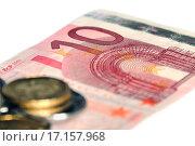 Купить «Монеты лежат на бумажной купюре евро. Малая глубина резкости», эксклюзивное фото № 17157968, снято 22 декабря 2015 г. (c) Юрий Морозов / Фотобанк Лори