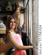 Девушка на балконе. Стоковое фото, фотограф Сергей Юрьев / Фотобанк Лори