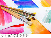 Купить «Кисти на фоне акварельного эскиза», фото № 17210916, снято 4 декабря 2015 г. (c) Алёшина Оксана / Фотобанк Лори
