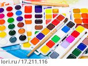Купить «Новые акварельные краски и кисточки», фото № 17211116, снято 4 декабря 2015 г. (c) Алёшина Оксана / Фотобанк Лори
