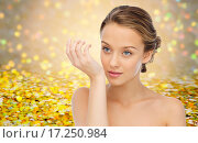 Купить «woman smelling perfume from wrist of her hand», фото № 17250984, снято 31 октября 2015 г. (c) Syda Productions / Фотобанк Лори