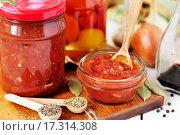 Купить «Томатный соус и специи», фото № 17314308, снято 20 сентября 2013 г. (c) Татьяна Ворона / Фотобанк Лори