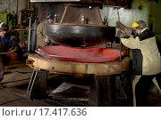 Купить «Штамповка детали из раскаленного металла на большом прессе», фото № 17417636, снято 6 декабря 2015 г. (c) Георгий Хрущев / Фотобанк Лори