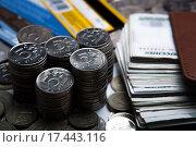 Купить «Деньги в виде банкнот и монет», фото № 17443116, снято 25 декабря 2015 г. (c) Александр Калугин / Фотобанк Лори