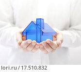 Купить «Blue house in hands. Home insurance concept. », фото № 17510832, снято 18 февраля 2020 г. (c) PantherMedia / Фотобанк Лори