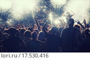 Купить «New Year concept - cheering crowd and fireworks», фото № 17530416, снято 23 мая 2018 г. (c) PantherMedia / Фотобанк Лори