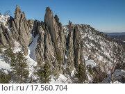 Острые скалы зимой; горный хребет Таганай (2015 год). Редакционное фото, фотограф Олег Вдовин / Фотобанк Лори