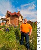 Купить «Men near his house», фото № 17608140, снято 25 марта 2019 г. (c) easy Fotostock / Фотобанк Лори