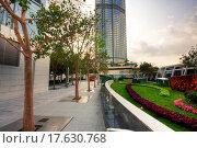 Купить «Park in a modern building in city», фото № 17630768, снято 18 января 2019 г. (c) easy Fotostock / Фотобанк Лори