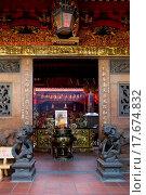 Купить «Entrance of Chinese temple in Ho Chi Minh City», фото № 17674832, снято 12 июля 2020 г. (c) easy Fotostock / Фотобанк Лори