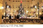 Купить «Новогодняя ёлка, Москва, ГУМ», видеоролик № 17716780, снято 24 декабря 2015 г. (c) Яна Королёва / Фотобанк Лори
