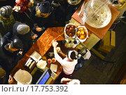 """Купить «Прилавок от магазина """"Гастроном № 1"""" в ГУМе в Москве», эксклюзивное фото № 17753392, снято 27 декабря 2015 г. (c) lana1501 / Фотобанк Лори"""