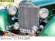 Купить «The front part of a retro car Packard Convertible Sedan 1934 year», фото № 17913264, снято 22 октября 2018 г. (c) FotograFF / Фотобанк Лори