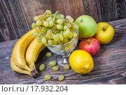 Купить «Ассорти из фруктов», фото № 17932204, снято 25 сентября 2015 г. (c) Алёшина Оксана / Фотобанк Лори