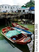 Купить «Tai O fishing village with stilt house and old boat», фото № 18009380, снято 22 мая 2019 г. (c) easy Fotostock / Фотобанк Лори