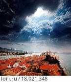 Купить «Medieval Town Dramatic Sky», фото № 18021348, снято 12 ноября 2019 г. (c) easy Fotostock / Фотобанк Лори