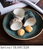 Сладкие орешки - печенье на деревянном столе. Стоковое фото, фотограф Анна Курзаева / Фотобанк Лори