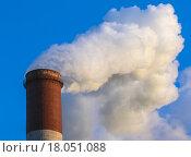 Купить «Дым из трубы ТЭЦ», фото № 18051088, снято 27 декабря 2015 г. (c) Абрамова Ксения / Фотобанк Лори