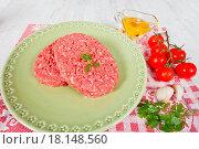 Купить «Raw hamburger», фото № 18148560, снято 22 апреля 2019 г. (c) easy Fotostock / Фотобанк Лори