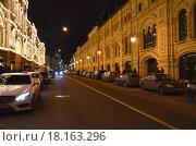Купить «Улица Ильинка в Москве вечером», эксклюзивное фото № 18163296, снято 27 декабря 2015 г. (c) lana1501 / Фотобанк Лори