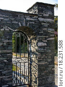Купить «A stone entrance tints and its wicket», фото № 18231588, снято 21 августа 2019 г. (c) easy Fotostock / Фотобанк Лори