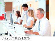 Купить «Business people working on computer», фото № 18291976, снято 17 ноября 2018 г. (c) easy Fotostock / Фотобанк Лори