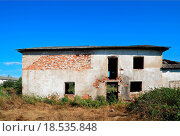 Купить «ruined brick house», фото № 18535848, снято 15 ноября 2018 г. (c) easy Fotostock / Фотобанк Лори