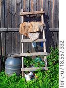 Купить «aging stairway near rural shed», фото № 18557332, снято 19 февраля 2019 г. (c) easy Fotostock / Фотобанк Лори