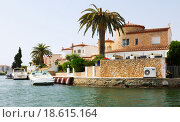 Купить «Homes at residential marina. Empuriabrava», фото № 18615164, снято 14 мая 2015 г. (c) Яков Филимонов / Фотобанк Лори