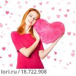 Купить «Beautiful red_haired girl with toy heart», фото № 18722908, снято 10 декабря 2018 г. (c) easy Fotostock / Фотобанк Лори