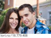 Молодая счастливая пара. Стоковое фото, фотограф Оксана Лозинская / Фотобанк Лори