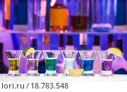 Купить «Алкогольные шоты в баре», фото № 18783548, снято 14 ноября 2015 г. (c) Сергей Новиков / Фотобанк Лори