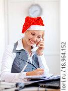 Купить «Santa helper working in office», фото № 18964152, снято 29 февраля 2020 г. (c) easy Fotostock / Фотобанк Лори