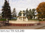 Купить «Фонтан на площади в г.Бронницы», фото № 19123240, снято 15 сентября 2012 г. (c) Tati@art / Фотобанк Лори