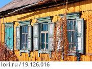 Купить «old dirty windows on old wall», фото № 19126016, снято 16 декабря 2019 г. (c) easy Fotostock / Фотобанк Лори