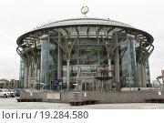 Купить «Московский международный Дом музыки (ММДМ)», эксклюзивное фото № 19284580, снято 18 апреля 2012 г. (c) Алёшина Оксана / Фотобанк Лори