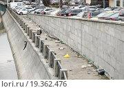 Купить «Свалка мусора на Шлюзовой набережной Водоотводного канала», эксклюзивное фото № 19362476, снято 18 апреля 2012 г. (c) Алёшина Оксана / Фотобанк Лори