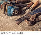 Купить «Старые грязные инструменты в винтажном стиле», фото № 19372284, снято 22 марта 2015 г. (c) Юрий Плющев / Фотобанк Лори
