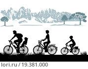 Купить «Family Biking», фото № 19381000, снято 31 марта 2020 г. (c) easy Fotostock / Фотобанк Лори