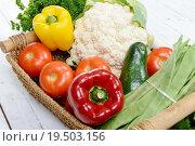 Купить «basket of seasonal vegetables on white wooden table», фото № 19503156, снято 23 октября 2019 г. (c) PantherMedia / Фотобанк Лори