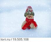 Купить «Merry Christmas postcard with a snowman in the snow», фото № 19505108, снято 19 марта 2019 г. (c) PantherMedia / Фотобанк Лори