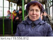 Купить «Пожилая женщина едет в общественном транспорте», эксклюзивное фото № 19556812, снято 23 декабря 2015 г. (c) Вячеслав Палес / Фотобанк Лори