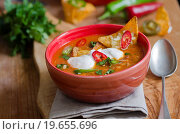 Купить «Spicy Mexican Chicken Soup With Tortilla Chips And Chilli Peppers.», фото № 19655696, снято 22 ноября 2013 г. (c) easy Fotostock / Фотобанк Лори