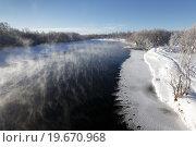Купить «Зимний камчатский пейзаж: вид на реку Камчатку в Камчатском крае», фото № 19670968, снято 3 января 2016 г. (c) А. А. Пирагис / Фотобанк Лори