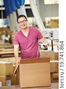 Купить «Worker In Warehouse Preparing Goods For Dispatch», фото № 19741864, снято 27 октября 2012 г. (c) easy Fotostock / Фотобанк Лори