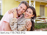 Купить «Husband Welcoming Wife Home On Army Leave», фото № 19743912, снято 29 октября 2012 г. (c) easy Fotostock / Фотобанк Лори