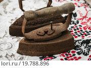 Купить «Старинные утюги», фото № 19788896, снято 5 января 2016 г. (c) Сергей Чайко / Фотобанк Лори