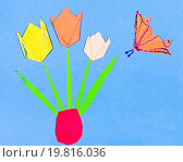 Купить «child's applique - tulips in vase», фото № 19816036, снято 7 июля 2020 г. (c) easy Fotostock / Фотобанк Лори