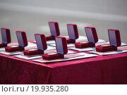 Золотые медали красные дипломы высшее образование. Стоковое фото, фотограф Алина Щедрина / Фотобанк Лори