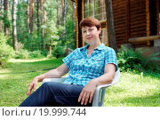 Купить «Woman is having rest on the glade in pine forest», фото № 19999744, снято 28 сентября 2018 г. (c) easy Fotostock / Фотобанк Лори
